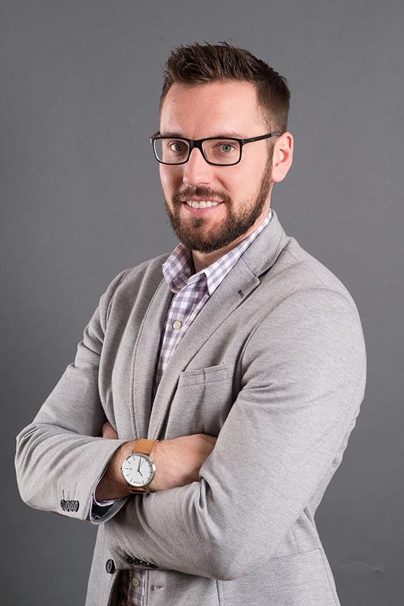 LinkedIn-Headshot-Standing-Side-Pose